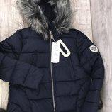 Зимняя молодежная модель куртки с помпонами