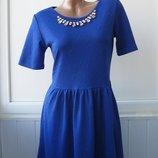 Платье фактурное с украшением, цепочка, ожерелье, нарядное