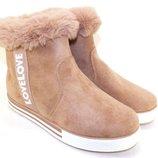Женские зимние ботинки пудровые замшевые