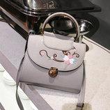 Нежная сумка сундук с цветами и круглой ручкой В Наличии