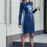 Теплое вязаное платье с вышивкой в украинском стиле.