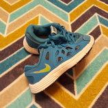 Крутые кроссовки от Nike, размер 28