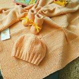 Вязаный набор для девочки плед-пинетки-шапочка ручная работа