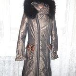 Золотистое зимнее пальто холофайбер длина 100см р.S мех енот