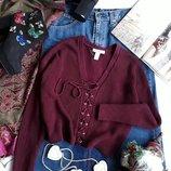 Cстильный свитер цвета марсала со шнуровкой от Forever 21.
