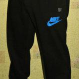 Летние спортивные штаны Nike на манжете черные - синяя накатка. полу-боталы.
