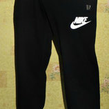 Летние спортивные штаны Nike на манжете темно-синие с белой эмблеой.Полу-боталы.