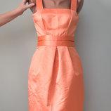 Красивое «атласное» платье с пышной юбкой и приоткрытой спинкой