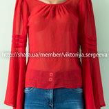 Красивая актуальная блуза с рукавами воланами