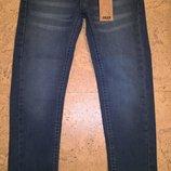 Новые джинсыстрейтчевые для девочек синего цвета Мах синего цвета 6-8 лет