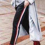 Шикарные фирменные брюки бойфренды с лампасами темно-синие Zara оригинал.