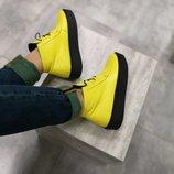 Яркие ботинки