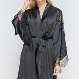 Шелковый черный халат Serenade 311 с широким кружевным рукавом