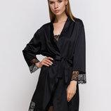 Черный шелковый халат с кружевом Serenade 701