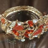 Браслет женский жесткий на руку с красными и белыми камнями код 1580
