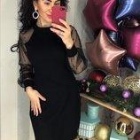Платье черное с эффектным рукавом