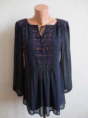 Блузка на подкладке украшенная вышивкой и бисером marks&spencer
