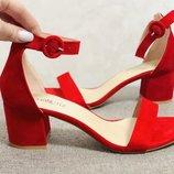 Красивая модель лето босоножки красный цвет