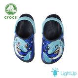 Сабо шлепанцы сланцы Crocs FunLab Lights Clog с мигалками светящимися Led глазами акула shark