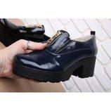 Кожаные лаковые туфли с молнией спереди черные, синие натуральная кожа
