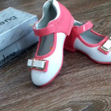 Детские лаковые туфли от Kellaifeng. Размер 25 , стелька 15 см. Снаружи лак , стелька натуральная