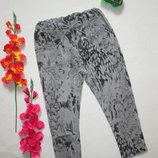 Трикотажные укороченные стрейчевые спортивные брюки в мраморный принт высокая посадка Италия.
