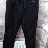 Marks & Spencer. черные джинсы прямого кроя. размер 16UK