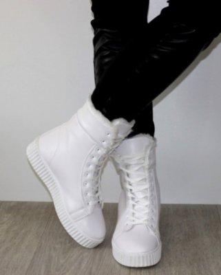 Ботинки женские белые с отворотом 9645с