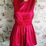Ярко-Малинового цвета вечернее платье. на бирке-12 р-р 46 .