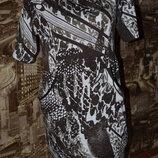 Стильное платьице 16 размера в бело - коричневый принт