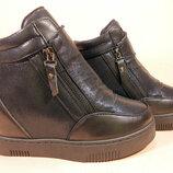 Демисезонные ботинки- сникерсы на платформе и скрытой танкетке.