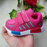 Малиновые кроссовки