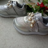 Серебряные кроссовки