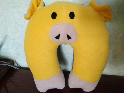 Подушка под шею Свинка-Патриот желто-синяя