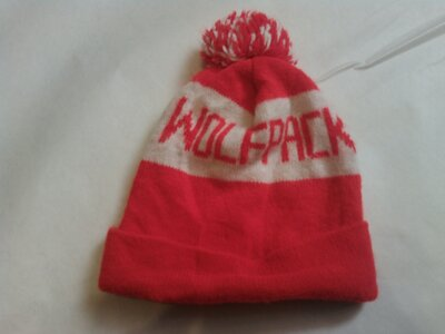 Брендова шапка чоловіча Wolfpack N.C.S.U. Німеччина мужская с помпоном