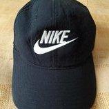 Бейсболка чёрная летняя Nike на объём головы 56-58см.