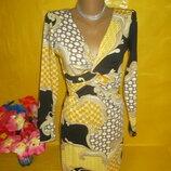 Очень красивое женское платье с ажурной спиной