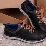 Мужские кроссовки черного цвета.