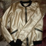 Ультрасовременная куртка -бомбер золото с нашивкой из пайеток с,м,л,хл