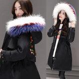 Очень стильная и женственная демисезонная куртка с вышивкой. Куртка с капюшоном. Парка.