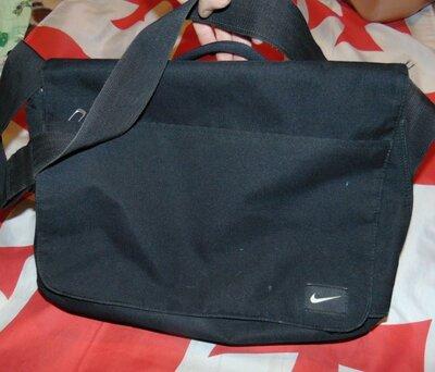 Спортивная фирменная сумочка сумка Nike.