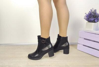 Бесподобные демисезонные ботиночки на среднюю ножку, натуральная кожа.
