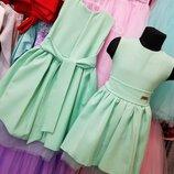 Красивое платье со шлейфом, есть размеры и расцветки