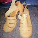 Силиконовые босоножки на каблуке 41/8 размер.