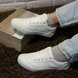 Женские белые кеды кроссовки , стильная обувь на каждый день. В наличии