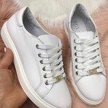 Отличные кожаные кеды, белые