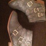 Ботинки деми,с заклепками