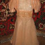 Нарядное платье красивого цвета