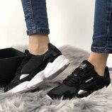 Женские черно-белые кроссовки adidas falcon