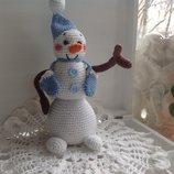 Игрушка крючком Снеговик с варежками ,хлопок с акрилом,22 см